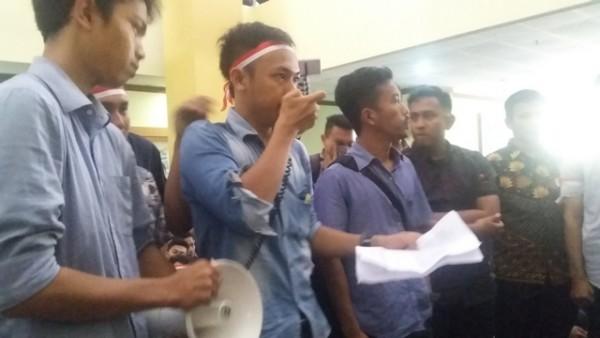 Bukan Hanya UKT, Ini Tuntutan Mahasiswa UIN Suska Riau Ke Rektor