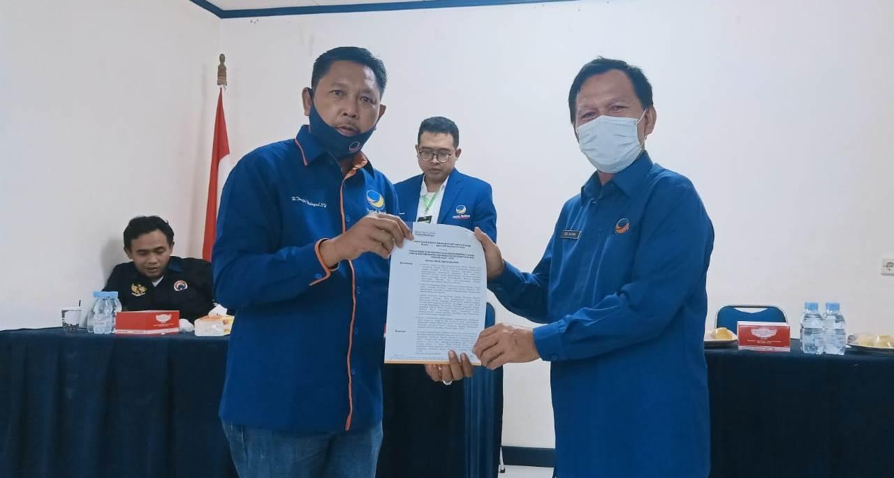 Terima SK, Taufik Hidayad Resmi Menahkodai Partai NasDem Inhil