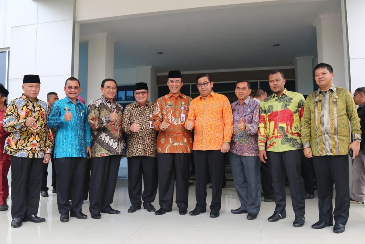 Bupati Inhil HM Wardan Hadiri Sertijab Kepala BPK Perwakilan Provinsi Riau