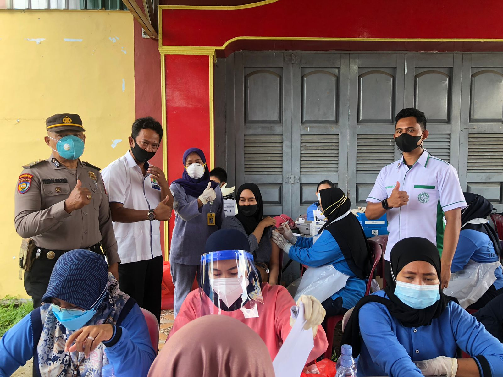 Masyarakat Inhil Antusias Ikuti Vaksinasi Covid-19 Tajaan Kadin Riau dan OJK