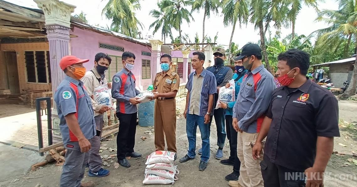 IWO Sergai Salurkan Bantuan Sembako kepada Korban Angin Puting Beliung