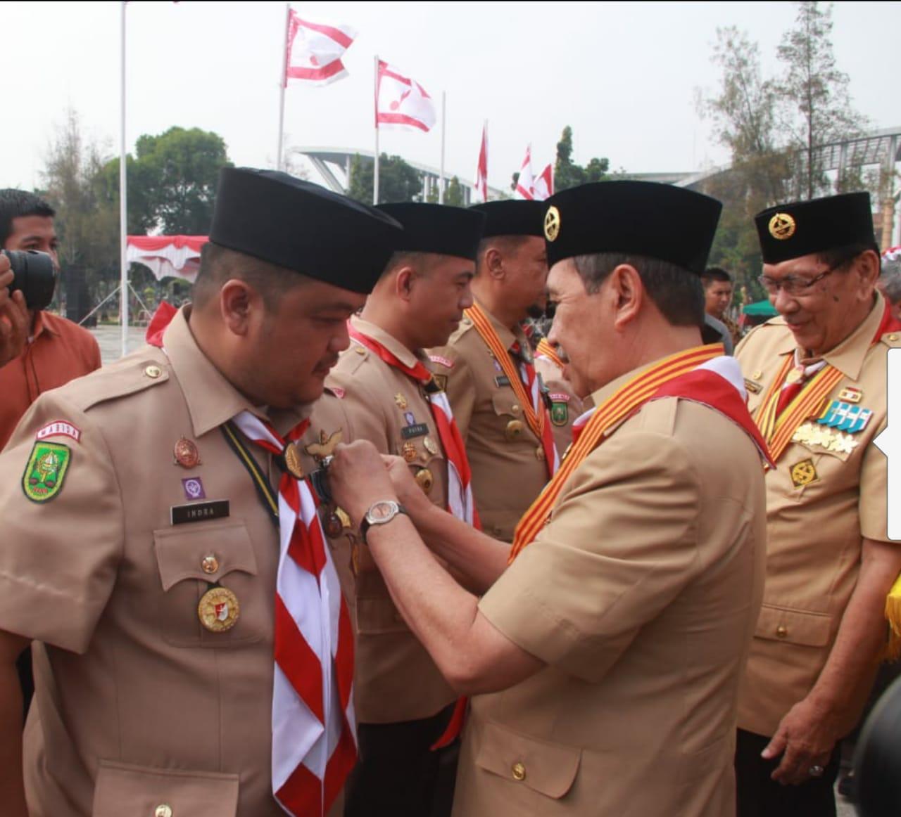 Mantan Ketua Kwartir Ranting Tembilahan Masa Bakti 2009 - 2012 Terima Lencana Pancawarsa