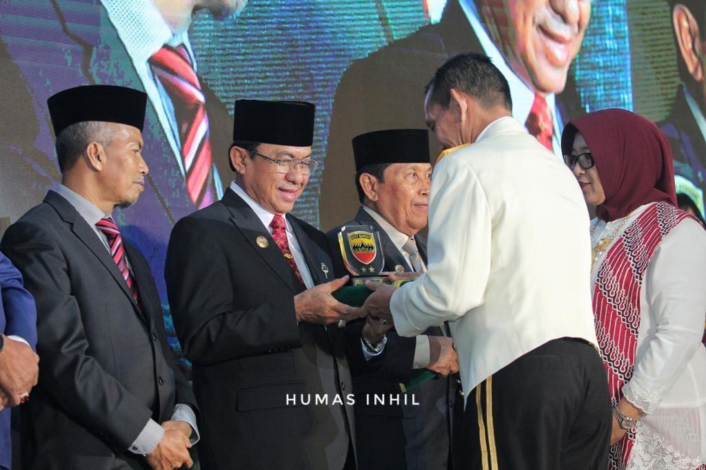 Bupati Inhil HM Wardan Terima Penghargaan dari KODAM I/Bukit Barisan