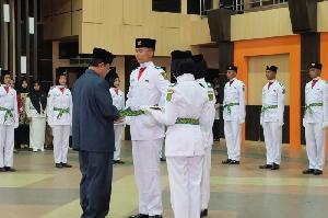 Bupati HM Wardan Kukuhkan 32 Anggota Paskibra Inhil Tahun 2019