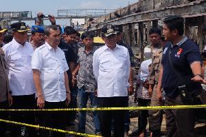 Bupati Inhil Dampingi Gubernur Riau Tinjau Kebakaran Pasar Terapung Tembilahan