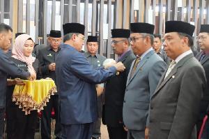 Bupati IHM Wardan Serahkan Satyalancana Karya Satya Kepada 192 PNS Inhil
