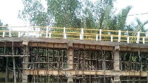 Dibangun Dalam Program TMMD, Bupati Inhil Ingin Jembatan Sebrang Sanglar Seperti Disulap