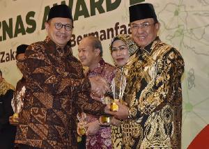 Bupati Wardan Terima Penghargaan Baznas Award 2019